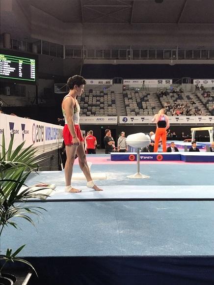 大会中の米倉選手を横から撮影した写真