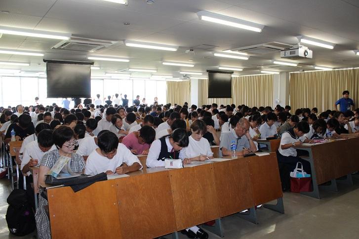 講義中の参加者の様子の写真
