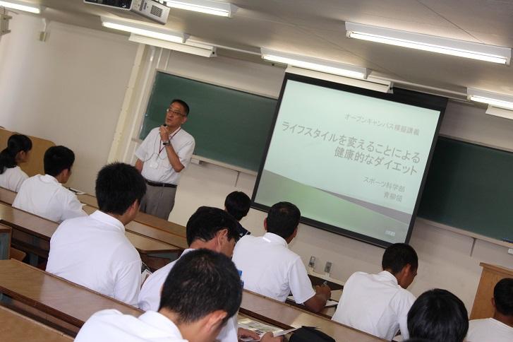 青柳領教授による講義の様子の写真