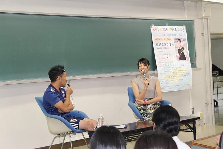 迫田さおり氏のトークショーの様子の写真