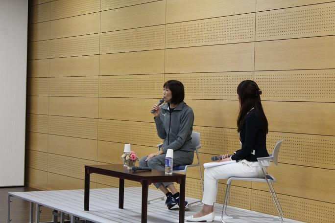 講演する大林さんの写真
